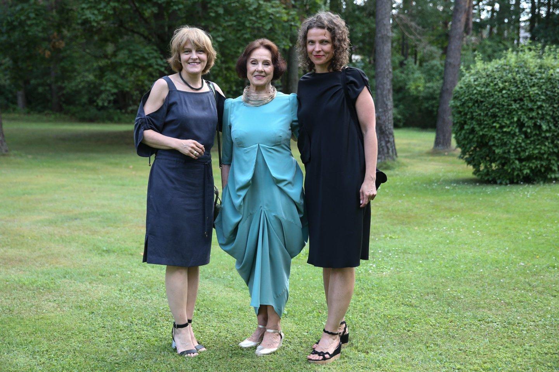 N.Rutkienė su dukromis Agne (kairėje) ir Laura.<br>R.Danisevičiaus nuotr.