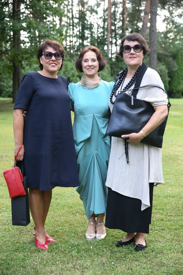 Lolita Bytautaitė (kairėje), Nida Rutkienė ir Lina Balėnaitė (dešinėje).<br>R.Danisevičiaus nuotr.