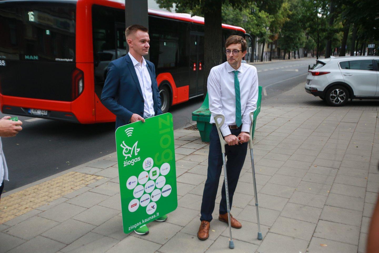 """""""Kauno autobusų"""" rinkodaros direktorius K.Dekeris (dešinėje).<br>G.Bitvinsko nuotr."""