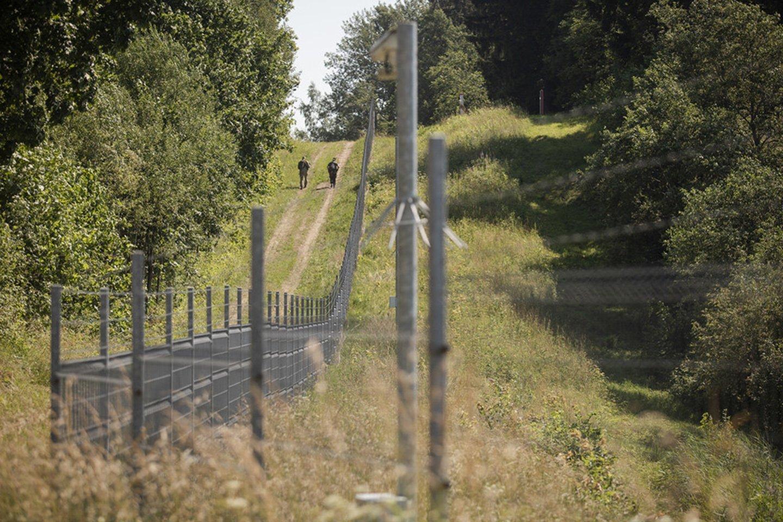 Migrantų krizę suvaldyti padeda ir Lietuvos kariuomenė.<br>KAM nuotr.
