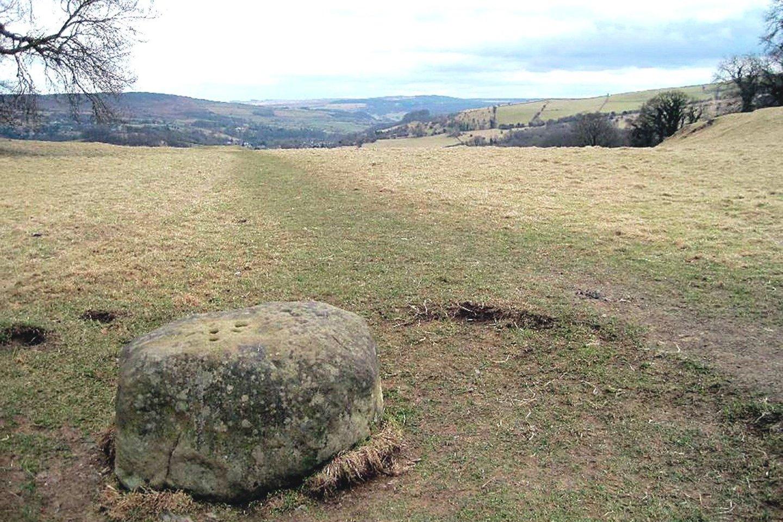 """Aplink Ymą išdėstyti kaimo ribas ženklinę akmenys išliko iki mūsų dienų.<br>""""Wikipedia"""" nuotr."""