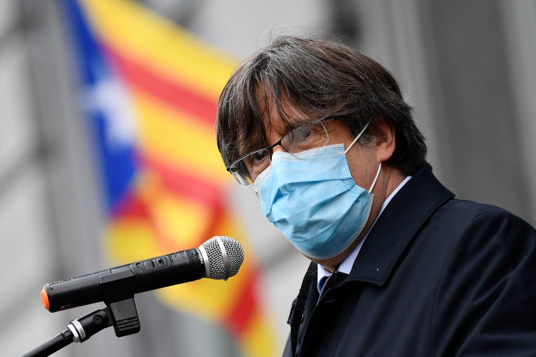 ES teismas patvirtino sprendimą dėl buvusio Katalonijos lyderio teisinės neliečiamybės.<br>AFP/Scanpix nuotr.