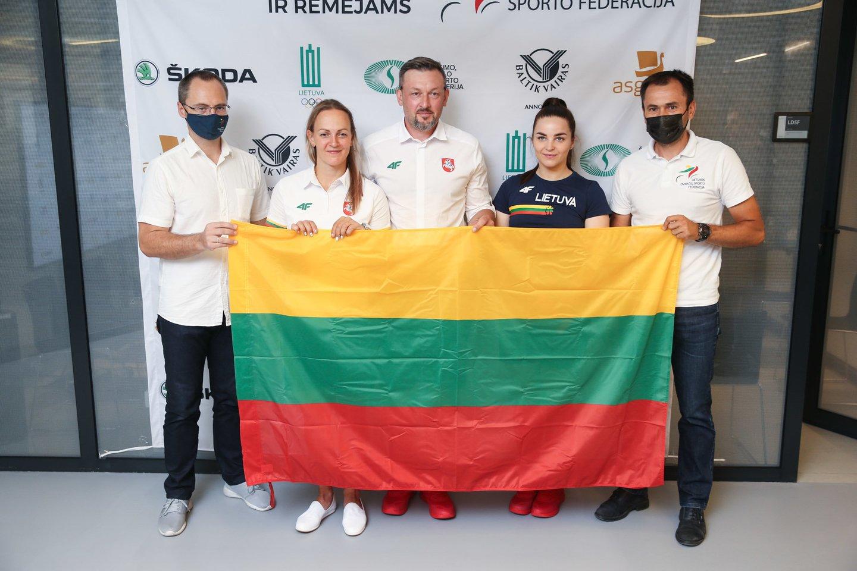 Simona Krupeckaitė ir Miglė Marozaitė buvo išlydėtos į Tokiją.<br>R.Danisevičiaus nuotr.