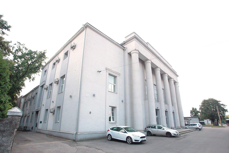 R.Karpavičius po jam atliktos operacijos buvo nuvežtas į šį nuošalų pastatą Petrašiūnuose. Ten esančioje salėje jis buvo nufotografuotas šokantis su kauniete.<br>G.Bitvinsko nuotr.