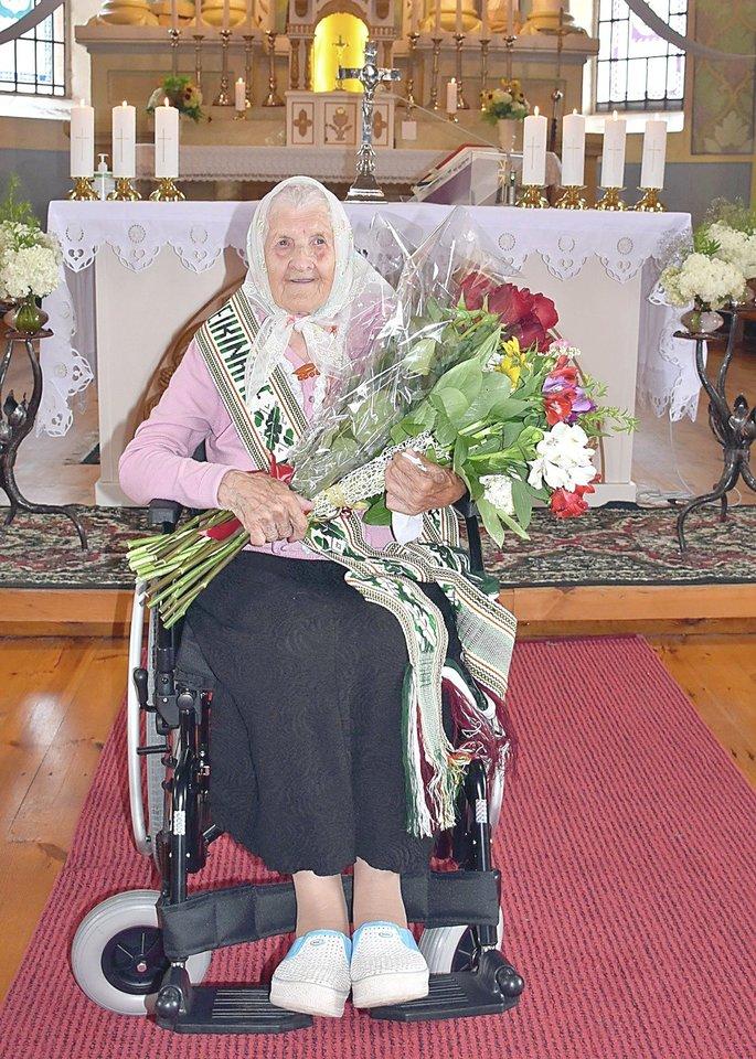 Varėnos rajono kaime gyvenanti Ieva Pekarskienė atšventė 100 metų jubiliejų.