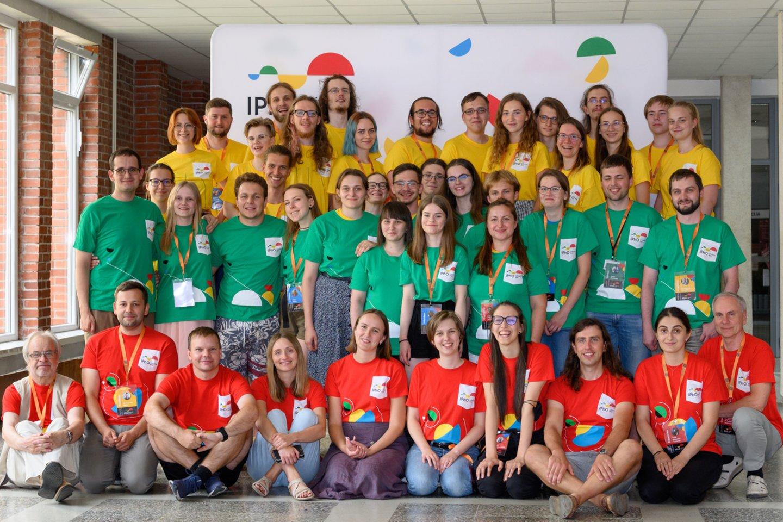IPhO organizatorių komanda<br>Organizatorių nuor.
