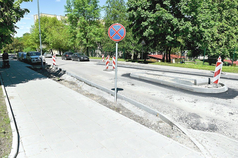 Pradedami Šaltkalvių gatvės asfaltavimo darbai.<br>R.Danisevičiaus nuotr.