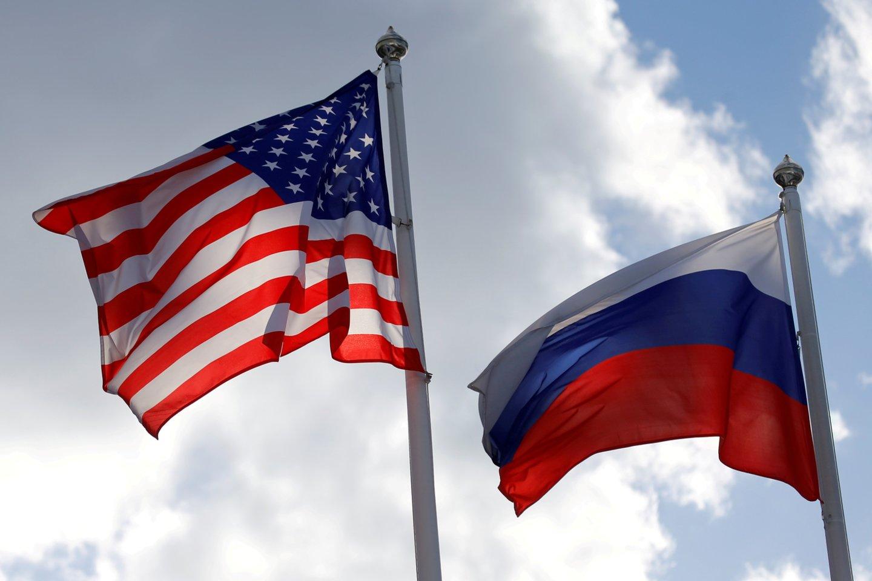 JAV atsisveikina su Maskvos ambasados darbuotojais rusais. <br>Reuters/Scanpix nuotr.