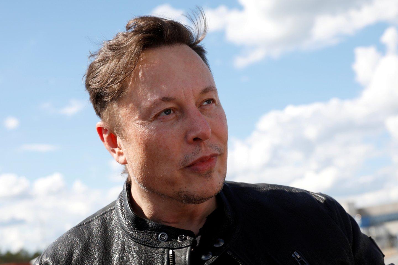 """""""SpaceX"""" kurs """"Starship"""" raketos variantą, kuris galėtų į Mėnulį nuskraidinti astronautus."""