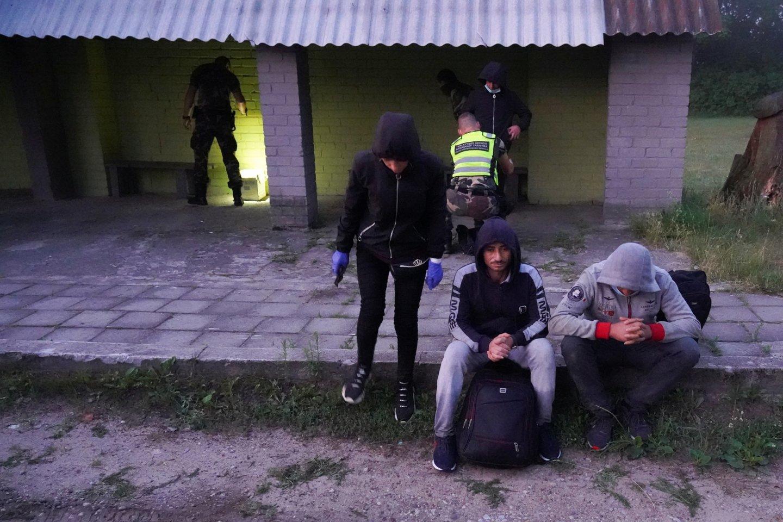 Migrantais sulaikyti Lietuvos pasienyje su Baltarusija.<br>Reuters/Scanpix nuotr.