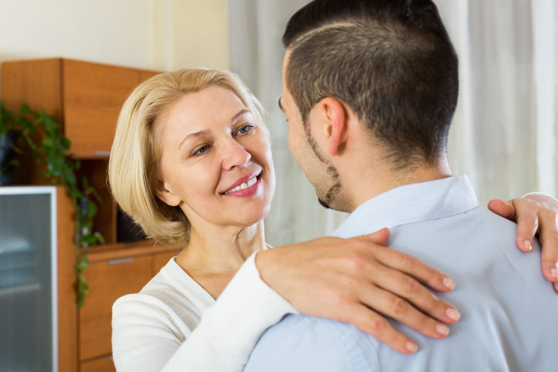 Dvejus metus santykius su kolega nesėkmingai kūrusi moteris laimę netikėtai rado 15 metų jaunesnio vaikino glėbyje.<br>123rf.com asociatyvioji nuotr.