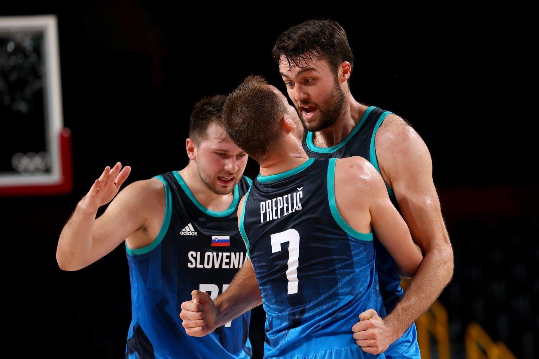 Slovėnijos rinktinė įveikė Ispaniją ir išlieka olimpiadoje nepralaimėjusia ekipa.<br>AFP/Svanpix.com nuotr.