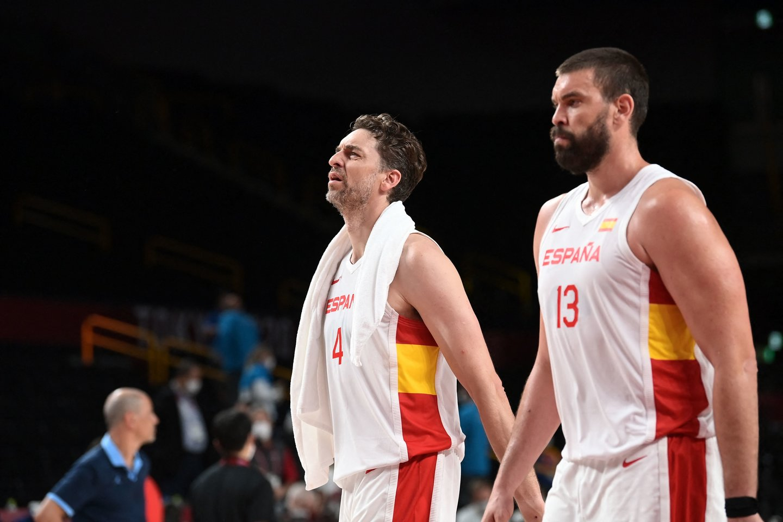 Pau ir Marcas Gasoliai baigia savo karjerą Ispanijos krepšinio rinktinėje.<br>AFP/Scanpix nuotr.