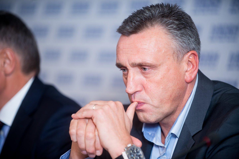 Lietuvos futbolo rinktinė turi naują trenerį: gaivinti komandos prestižą bandys Valdas Ivanauskas.<br>J.Stacevičiaus nuotr.