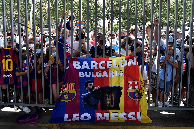 Katalonijos klubo sirgaliai atsisveikino su L.Messi.<br>AFP/Scanpix nuotr.