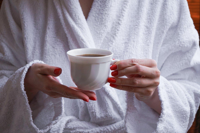 Dalis žmonių prieš mankštą energijos semiasi iš kavos.<br>123rf nuotr.