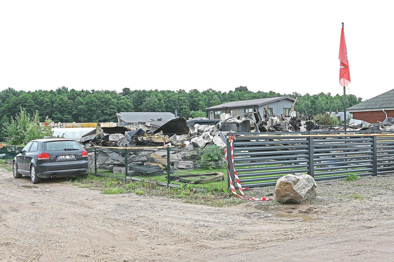 Manoma, kad sprogimą sukelti galėjo iš automobilio nutekėjusios dujos.<br>G.Šiupario nuotr.
