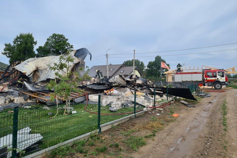 Manoma, kad sprogimą sukelti galėjo iš automobilio nutekėjusios dujos.<br>M.Kalantos nuotr.