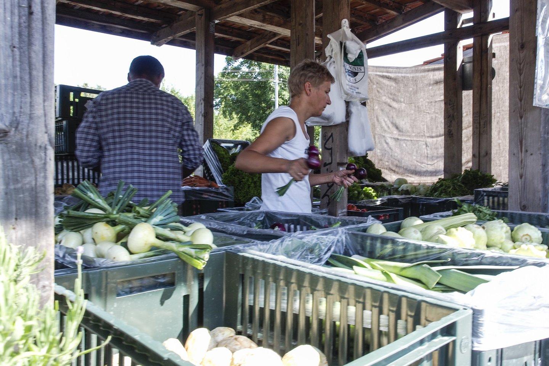 Pirkėjai noriai renkasi lietuviškas prekes.<br>V.Ščiavinsko nuotr.