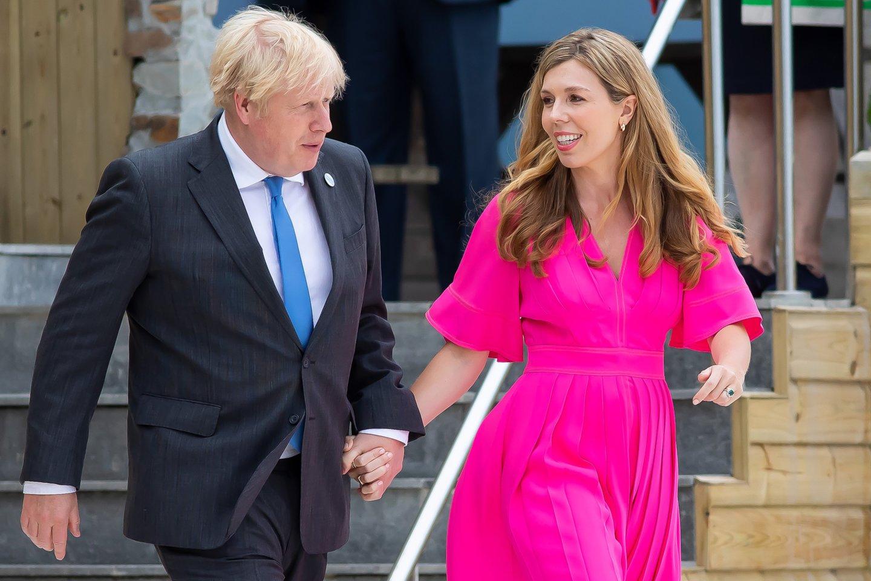 Jungtinės Karalystės premjeras Borisas Johnsonas su žmona Carrie.<br>ZUMAPRESS.com/Scanpix nuotr.