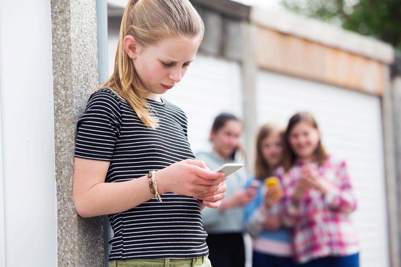 Labai svarbu, kad vaikas, kuris tyčiojasi, žinotų, kad jam reikšmingi suaugę žmonės žino, apie jo patyčių elgesį.<br>123rf nuotr.
