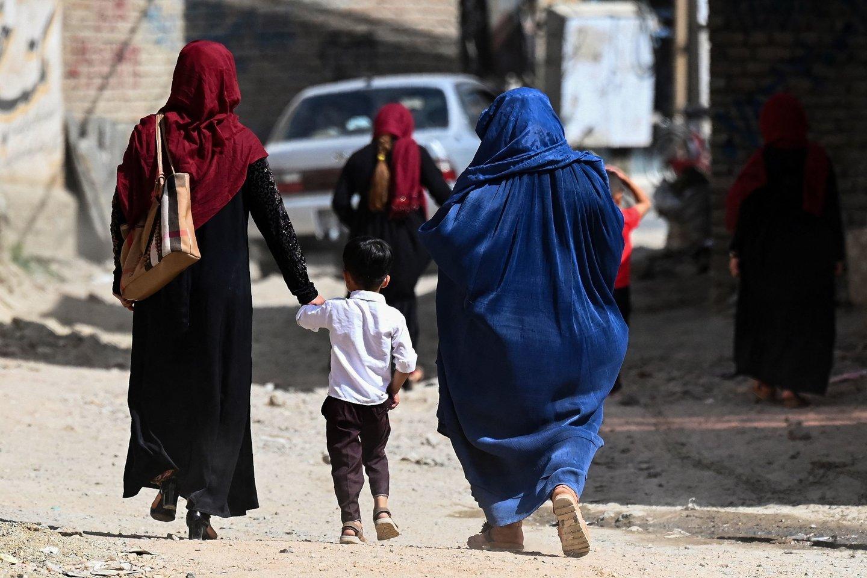 Po įvykių Afganistane labiausiai sunerimo moterys ir mergaitės.<br>AFP/Scanpix nuotr.