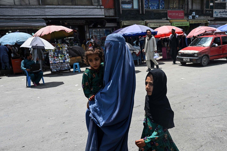 Po įvykių Afganistane moterys ir mergaitės tapo nesaugios.<br>APF/Scanpix nuotr.