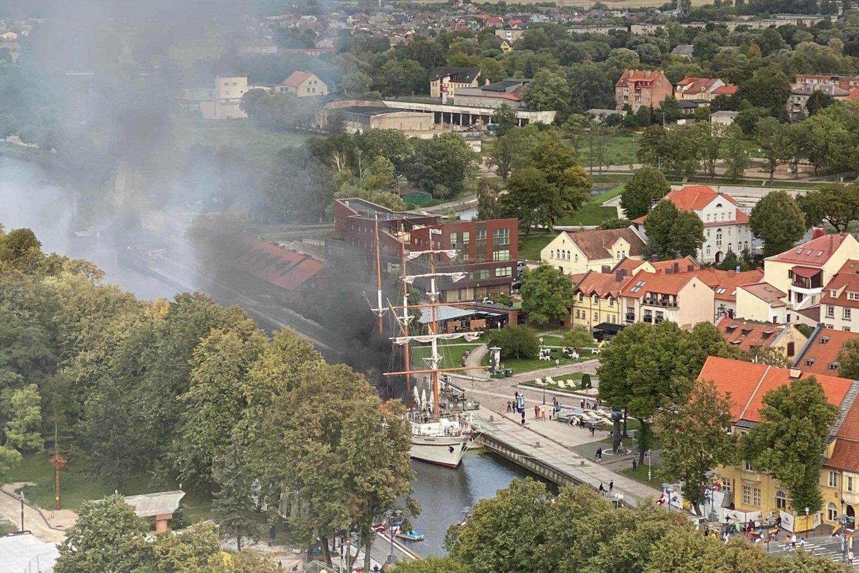 """Pranešta apie gaisrą Klaipėdos simboliu laikomame laive """"Meridianas"""".<br>Agnės Mačiulytės nuotr."""