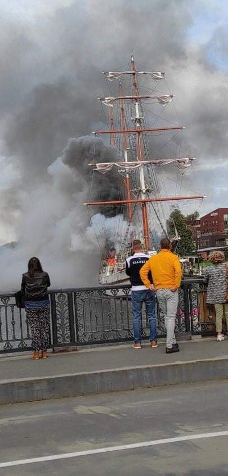 """Pranešta apie gaisrą Klaipėdos simboliu laikomame laive """"Meridianas"""".<br>Skaitytojo nuotr."""