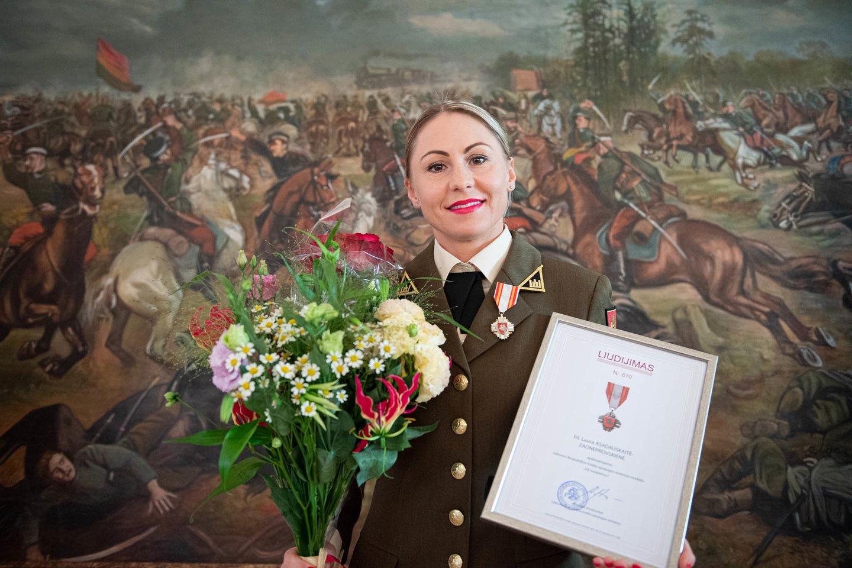 Laura-Asadauskaitė-Zadneprovskienė apdovanota KAM medaliu.<br>A.Pliadžio/KAM nuotr.