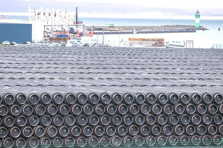 """Baltijos jūros dugnu tiesiamas dujotiekis bus gyvybiškai svarbus Vokietijos pramonei, bet dar labiau padidins energetinę priklausomybę nuo Rusijos.<br>AP/""""Scanpix"""" nuotr."""