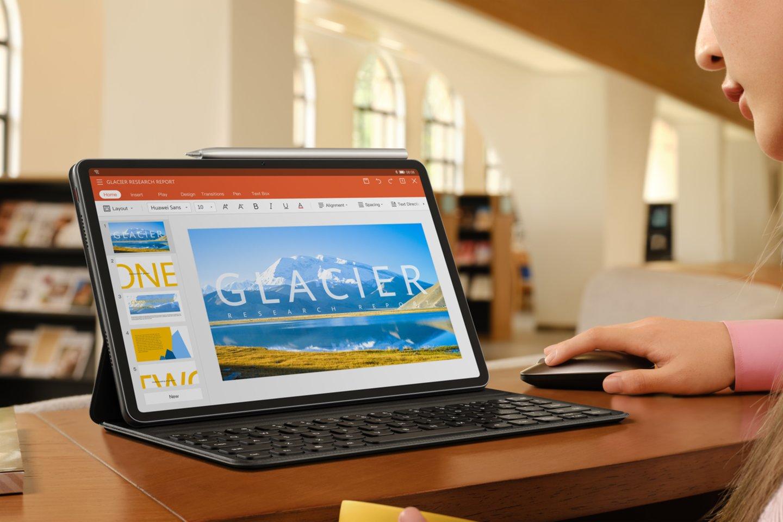 """Planšetė """"Huawei MatePad 11"""" savo išmanių sprendimų dėka gali sutrumpinti darbų atlikimo laiką net kai vienu metu veikia kelios programėlės."""