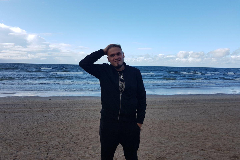"""Dabar Artiomas – VšĮ """"Alfa centras"""" darbuotojas. Šiam centrui jis dėkingas už išgelbėtą gyvenimą.<br>Asmeninio archyvo nuotr."""