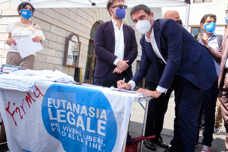 Daugiau kaip 750 tūkst. italų pasirašė peticiją dėl eutanazijos įteisinimo, o tai reiškia, jog ji sulaukė pakankamai palaikymo, kad šiuo klausimu Italijoje būtų surengtas referendumas.<br>ZUMAPRESS.com/Scanpix nuotr.