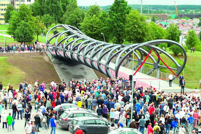 """Tilto konstrukcijos pagamintos Kretingoje, jas Jonavoje pastatė """"Kauno tiltai"""".<br>A.Reipos nuotr."""