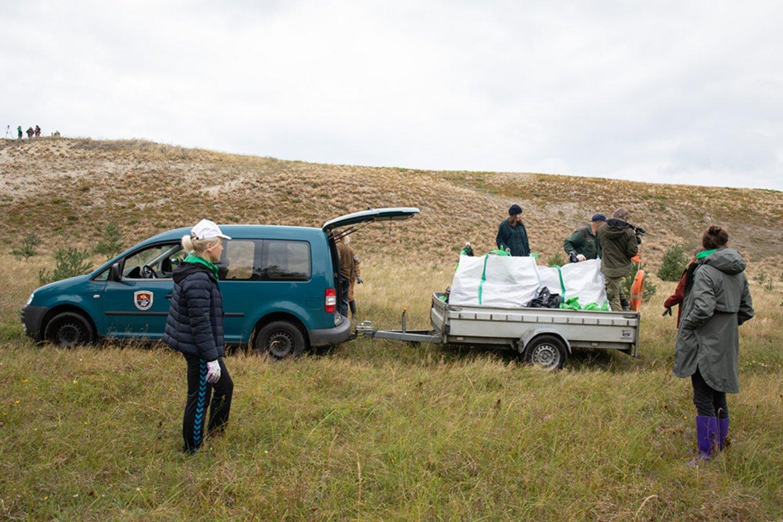 Saugomose teritorijose galioja pagrindinė taisyklė – ką žmogus atsineša į gamtą, tą ir privalo išsinešti.<br>Organizatorių nuotr.