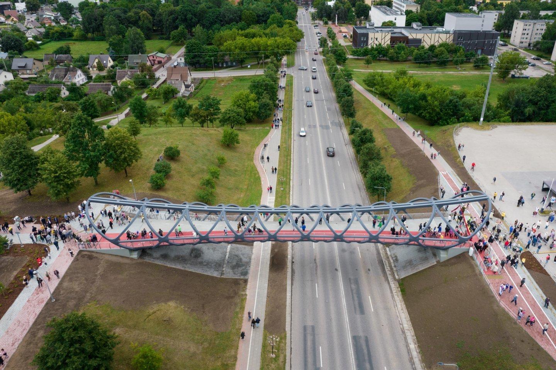 """Tilto konstrukcijos pagamintos Kretingoje, jas Jonavoje pastatė """"Kauno tiltai"""".<br>Organizatorių nuotr."""