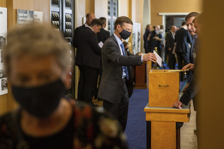 101 vietos Estijos parlamente pirmadienį į ypatingąjį posėdį susirinkusiems 94 įstatymų leidėjams nepavyko išrinkti naujo šalies prezidento.<br>AP/Scanpix nuotr.