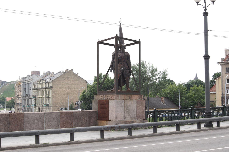"""2014 metais, festivalio """"Vilnius Street Art"""" metu, A. Ambraso vaovaujamas architektų biuras pasiūlė tuo metu dar stovėjusias skulptūras apgaubti ažūrine konstrukcija.<br>A. Ambraso nuotr,"""
