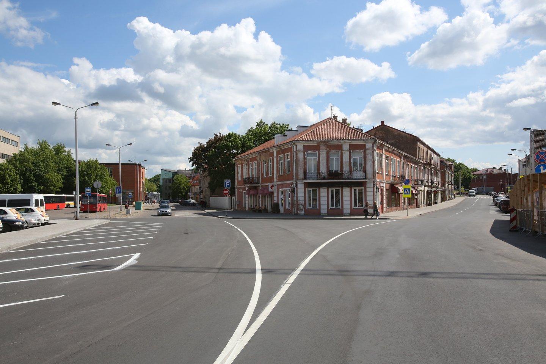 Prancūzijos sostinė priėmė netikėtą sprendimą – sumažinti greitį iki 30 km/val. Tuo tarpu Lietuvoje siaurinamos gatvės, kad vairuotojai neturėtų, kur įsibėgėti.<br>M.Patašiaus nuotr.