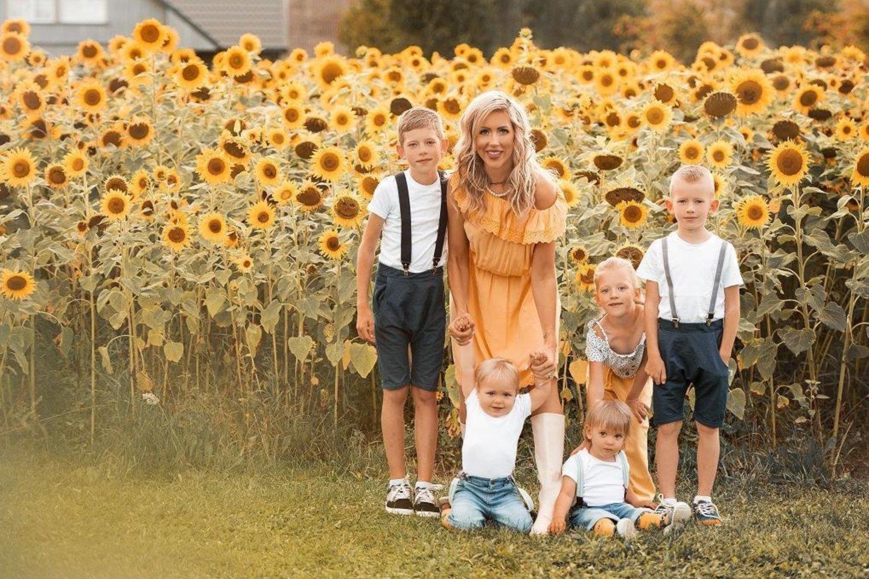 Vilma Krutoguženko augina penkis vaikus, intensyviai dirba grožio pasaulyje ir nepamiršta pasirūpinti savimi.<br>Asmeninio albumo nuotr.