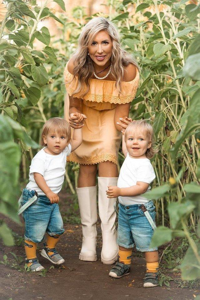 Šiaulietė Vilma Krutoguženko juokėsi, kad svajojo apie tris vaikus, tad nėštumų ir gimdymų skaičius nepakito, tik vaikų daugiau.<br>Asmeninio albumo nuotr.