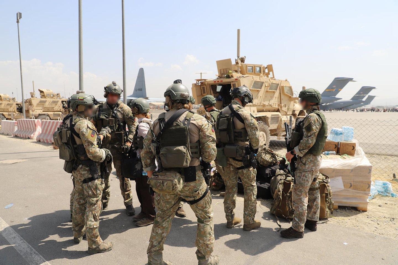 Darbdaviai domisi galimybe ateityje įdarbinti iš Afganistano evakuotus Lietuvos kariams talkinusius vertėjus.<br>Lietuvos kariuomenės nuotr.