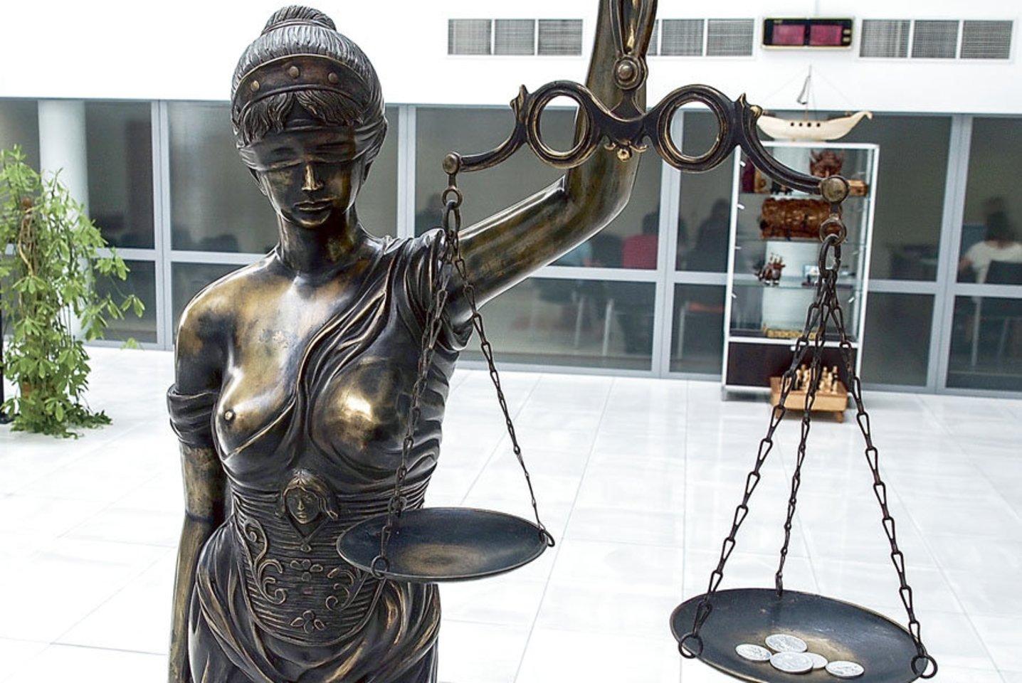 Teismams būna dažnai sunku atskirti kur verslo santykiai, kur nusikaltimas.<br>V.Ščiavinsko nuotr.