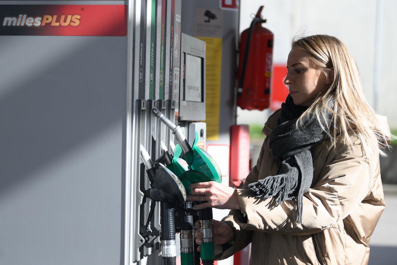 Benzinas pabrango apie 40 proc.<br>V.Skaraičio nuotr.