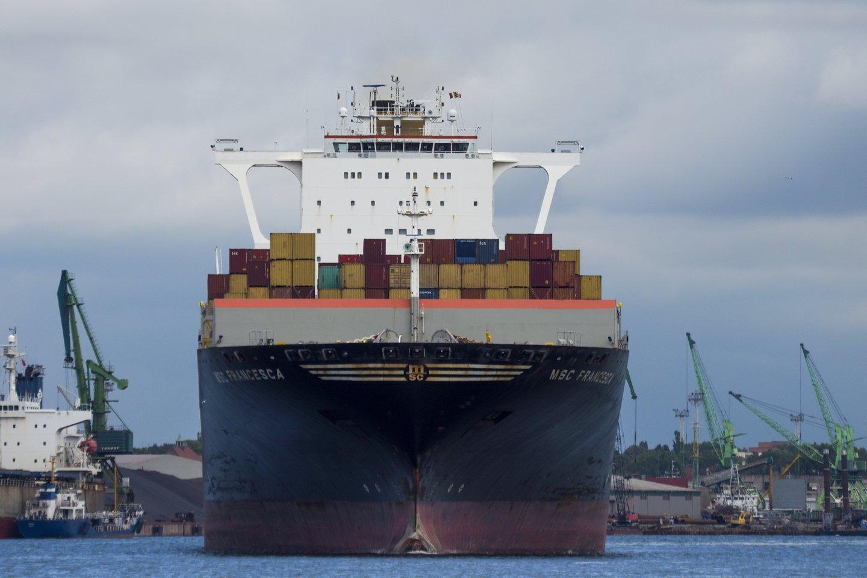 90 proc. žaliavų ir prekių pasaulyje yra pervežamos laivais, o tik vėliau sausumos ar oro transportu.<br>V.Ščiavinsko nuotr.