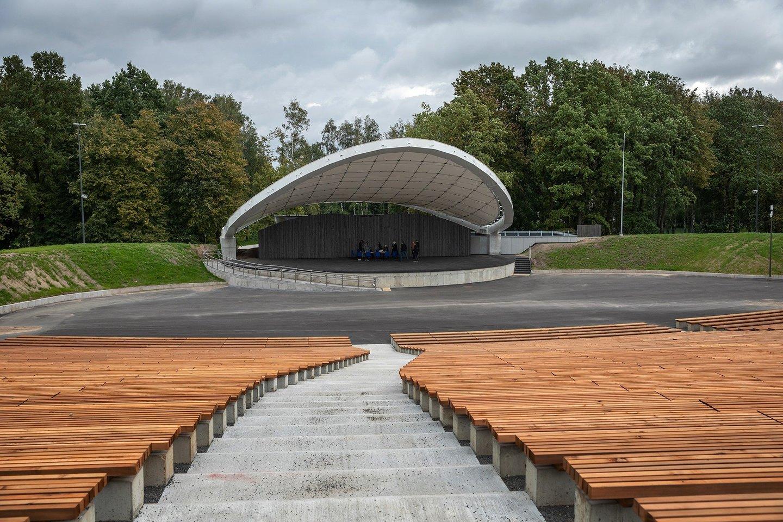 Daugiau nei metus trukę Šiaulių miesto estrados modernizavimo darbai baigti.<br>Rolando Parafinavičiaus nuotr.
