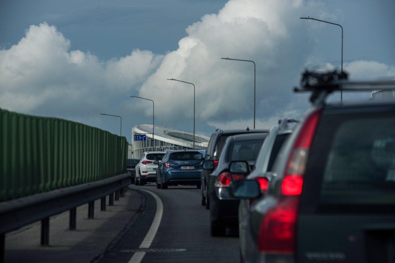 Prancūzijos sostinė priėmė netikėtą sprendimą – sumažinti greitį iki 30 km/val. Tuo tarpu Lietuvoje siaurinamos gatvės, kad vairuotojai neturėtų, kur įsibėgėti.<br>V.Ščiavinsko nuotr.
