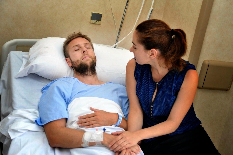 Dėl traumos duše bandant pasimylėti vyras atsidūrė ligoninėje, tačiau žmona palatoje surengė nepamirštamiausią naktį gyvenime.<br>123rf.com asociatyvioji nuotr.