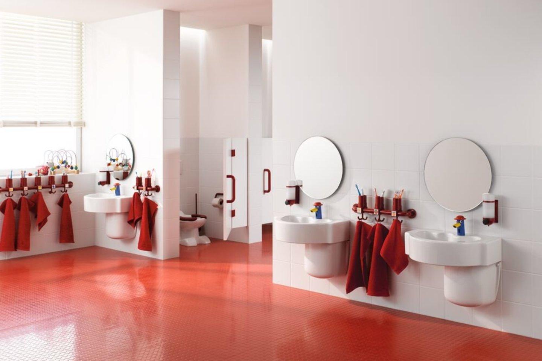 Jeigu vonios kambaryje esantis praustuvas yra sumontuotas netinkamame aukštyje ir vaikas turi pats prisistumti laiptelį, neretai jis šio veiksmo vengia arba bijo.<br>Pranešimo spaudai nuotr.